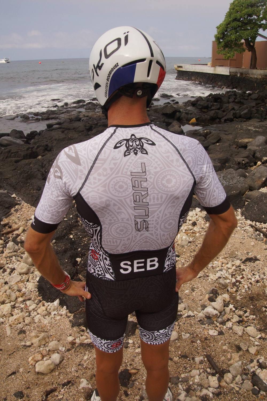 Fière d'équiper Seb Driguez pour le IRONMAN World Championship Hawaii. Trifonction personnalisée SURAL réalisée pour KONA.